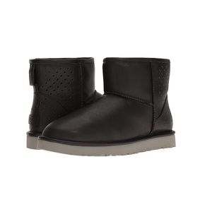 UGG Classic Mens Leather Boots